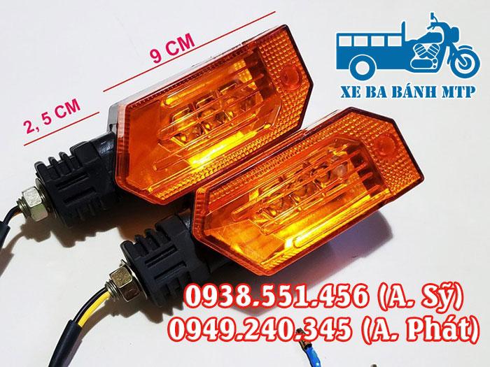 Đèn xi nhan xe ba bánh là hệ thống đèn báo hiệu xe chuyển hướng
