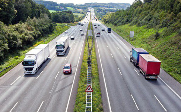 Ngành giao thông vận tải có tính chuyên chở hàng hóa và dịch vụ