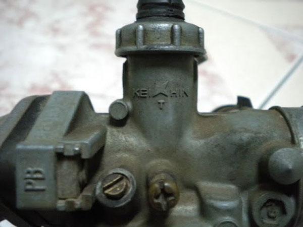 Bình xăng con bị cặn do xe đã sử dụng trong thời gian dài