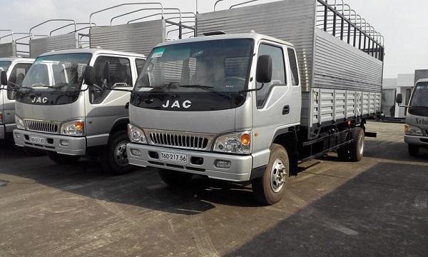 Xe tải là một phương tiện chuyên chở hàng hóa quen thuộc
