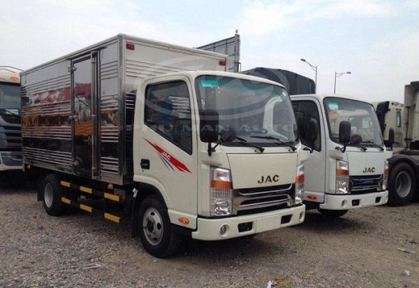 Xe tải giúp vận chuyển hàng hóa, nguyên vật liệu,...