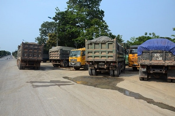 Chở hàng vượt quá kích thước có thể gây tai nạn giao thông