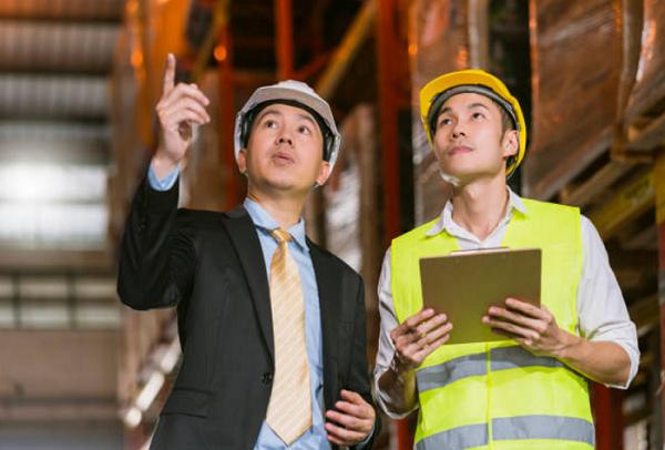 Nhân viên vận tải sẽ điều hành và quản lý quá trình vận tải hàng hóa của công ty vận chuyển