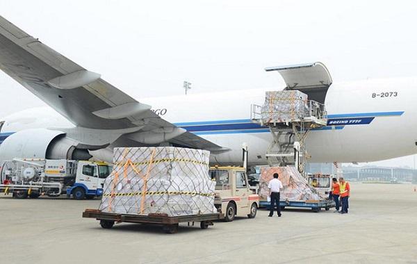 phụ phí trong vận tải hàng không